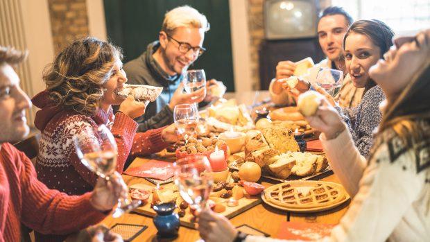 """Evitare di ingrassare a Natale? L'esperto: """"Mangiate senza rinunce e poi giornata detox"""""""
