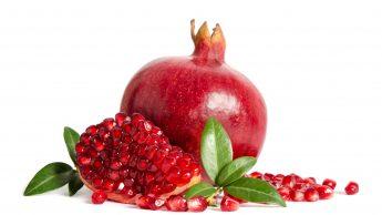 Melograno: le proprietà di un frutto che fa bene ai muscoli