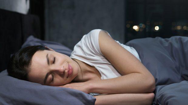 I cibi che aiutano a dormire meglio, soprattutto se si fa sport