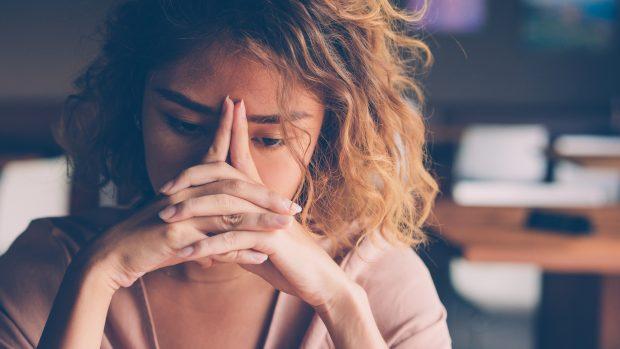 """Coronavirus, lo stress può abbassare le difese immunitarie. Il virologo Pregliasco: """"Fondamentale dormire"""""""