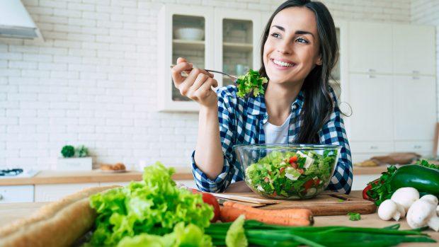 La dieta della mente felice: combattere stress e tristezza con l'alimentazione. I consigli del dottor Erzegovesi