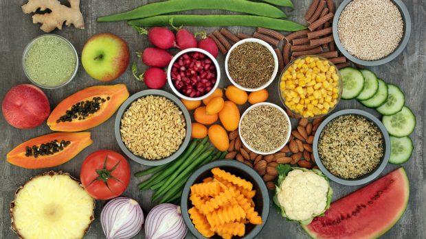 """Dieta alcalina: detox e dimagrante. Il medico nutrizionista: """"Aiuta le difese immunitarie, ma non è antitumorale"""""""