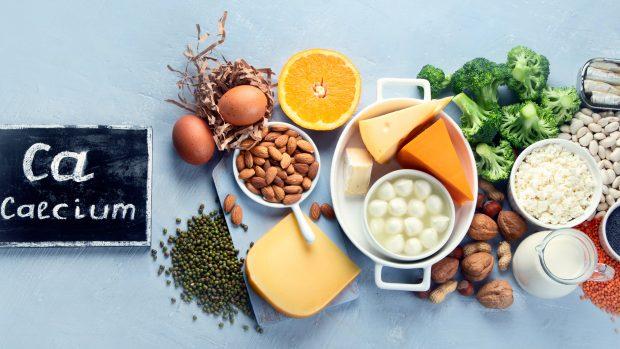 """La dieta per le ossa: calcio, vitamina D e proteine. La nutrizionista: """"Ecco gli alimenti più ricchi"""""""