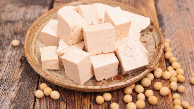 Tofu: il 'formaggio vegano' derivato dalla soia povero di sodio e ricco di sali minerali