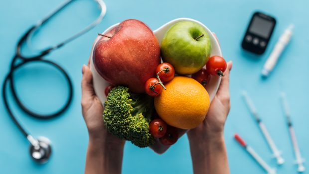 """Dieta e sport per prevenire il diabete: """"Stile di vita fondamentale"""". Ecco quali cibi mangiare e quali evitare"""