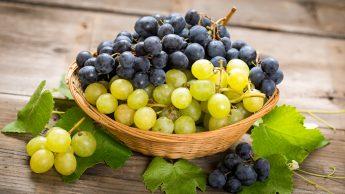 Uva, tutte le proprietà: tanti zuccheri ma anche sali minerali e flavonoidi.