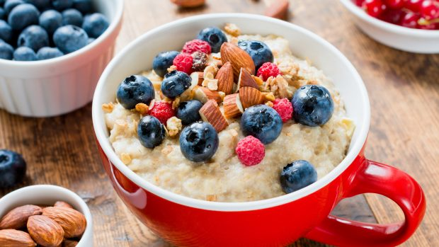"""Cosa mangiare a colazione per dimagrire? La dietista: """"Proteine fondamentali. Invece cornetto e biscotti..."""""""