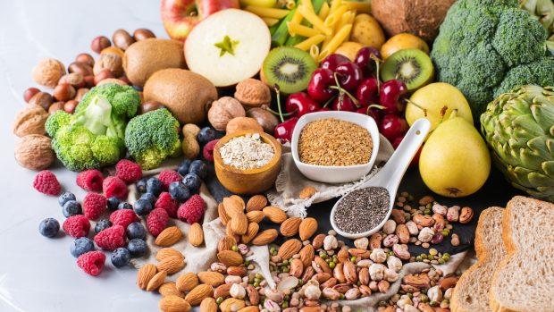 """Cosa mangiare per aumentare le difese immunitarie? La dietista: """"Vitamina C, D, ma anche zinco e..."""""""