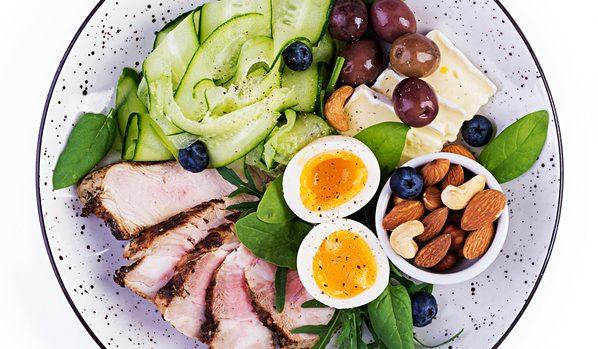 Chetosi, l'effetto collaterale (voluto) della dieta chetogenica