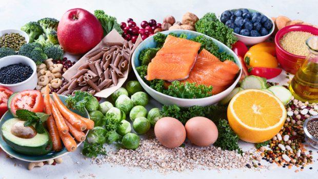 Dieta mediterranea, la piramide che fa bene tra carboidrati, grassi e proteine