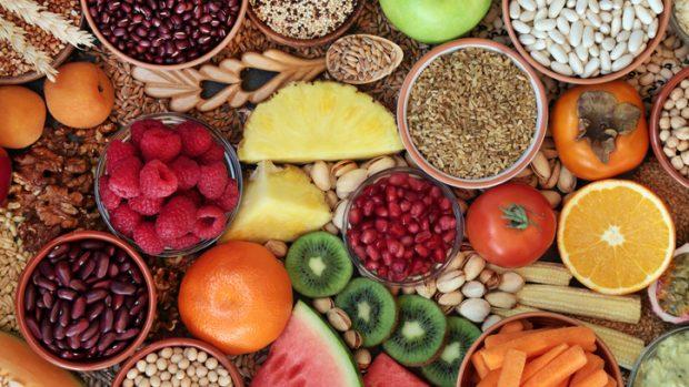 La dieta contro la stitichezza: fibre e tanta acqua, ma anche movimento e meditazione...