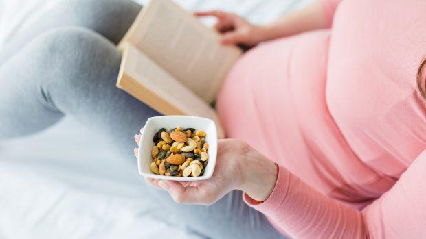 """Dieta chetogenica e fertilità: """"Così si migliorano ovociti e spermatozoi"""""""