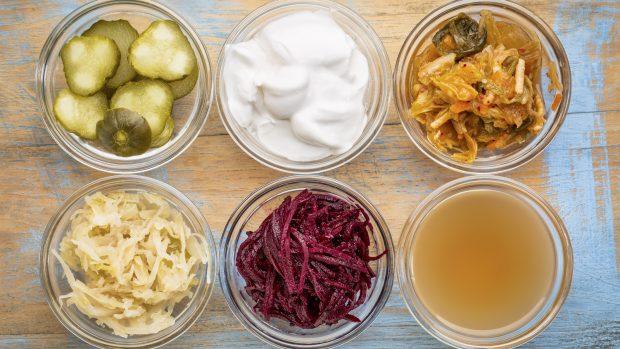 Cibi fermentati: i benefici, dal microbiota al sistema immunitario, fino all'umore